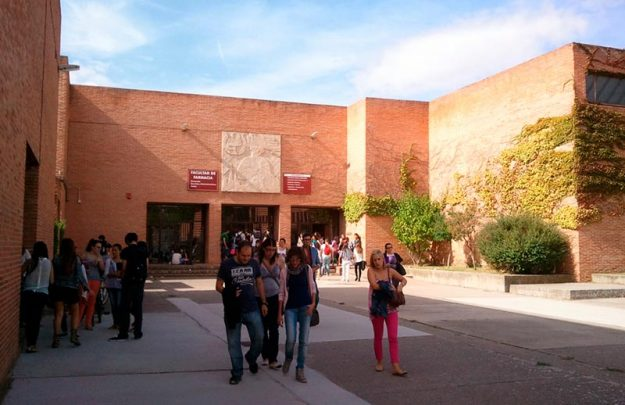estudiantes universitarios campus