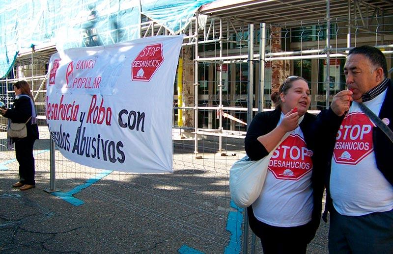 Una protesta de Stop Desahucios en Salamanca.