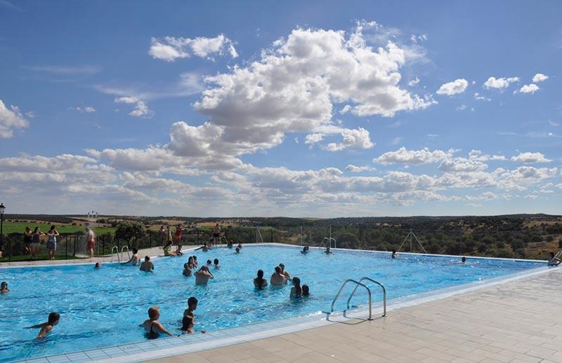 Juzbado inaugura sus piscinas municipales la cr nica de salamanca - Piscina climatizada salamanca ...