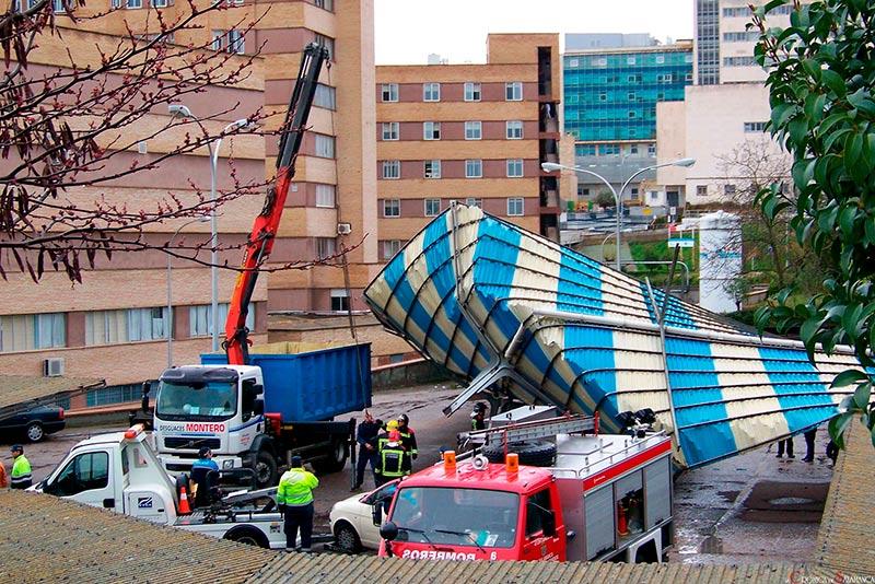 viento vendavbal cubierta parking hospital