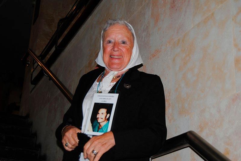 Nora Cortiñas, integrante de las Madres de la Plaza de Mayo, impartió una conferenica en la Facultad de Historia.
