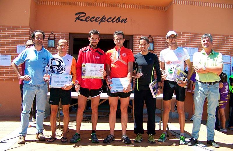 alcalde y reserva con ganadores  media maratón cuatro calzadas
