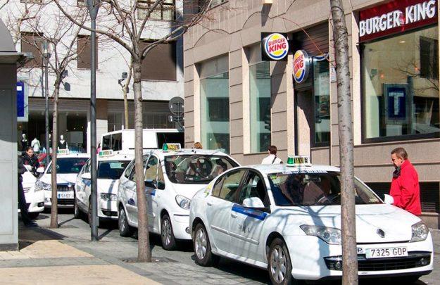 Una céntrica parada de taxis en Salamanca.