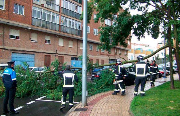 tormenta bomberos y policia