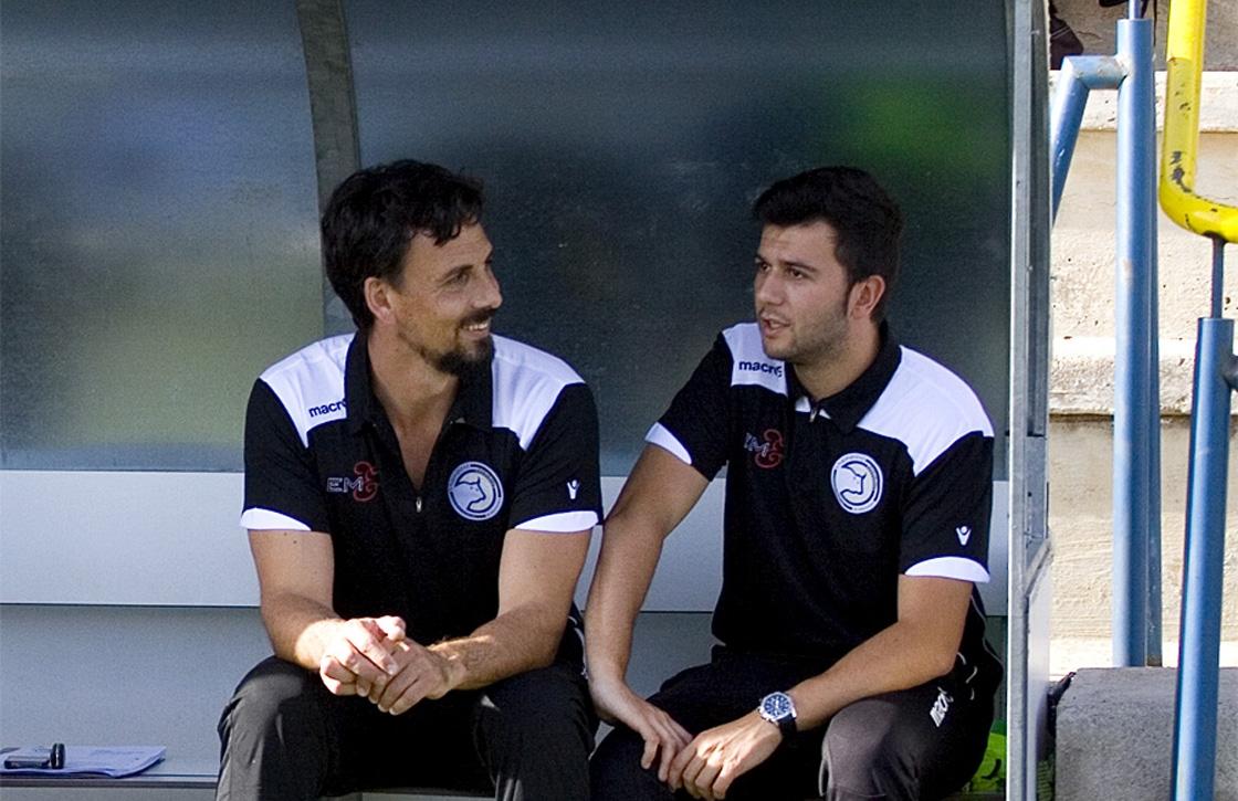 Tom (entrenador de porteros) y Astu (entrenador del primer equipo).