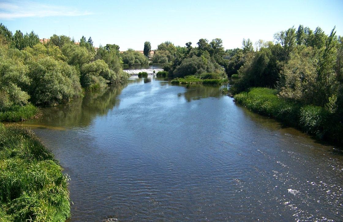 El río Tormes a su paso por Salamanca.