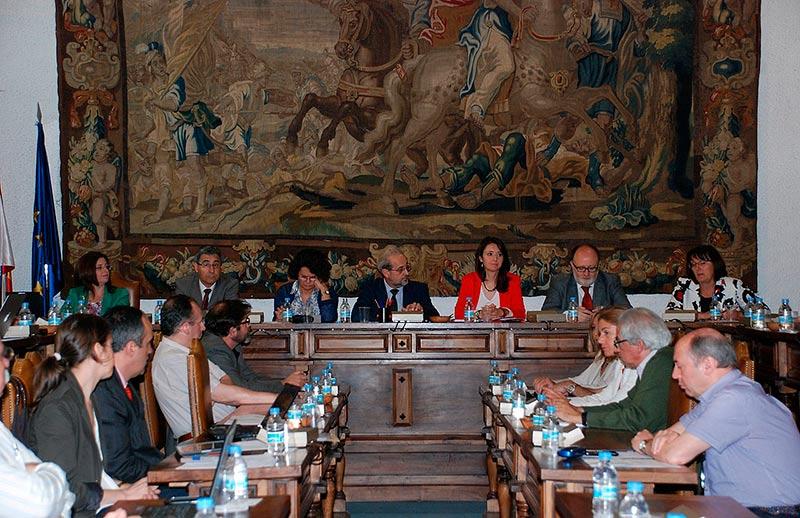 Un Consejo de Gobierno de la Universidad.