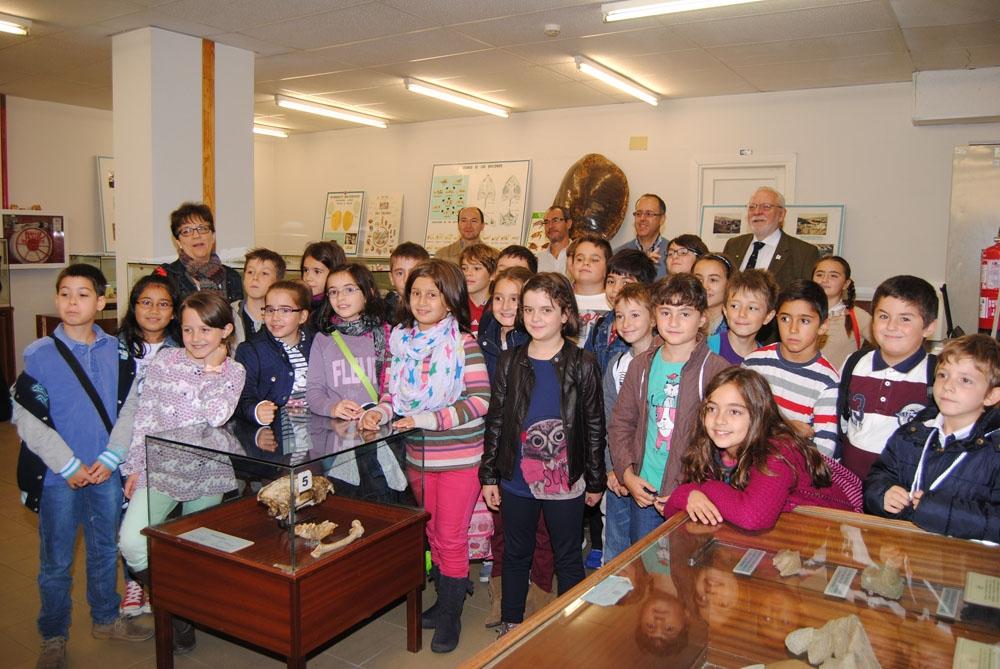 Los alumnos del colegio Rufino Blanco visitan la Sala de las Tortugas de la Facultad de Ciencias.
