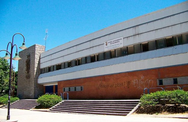 La fachada del pabellón de la Alamedilla.