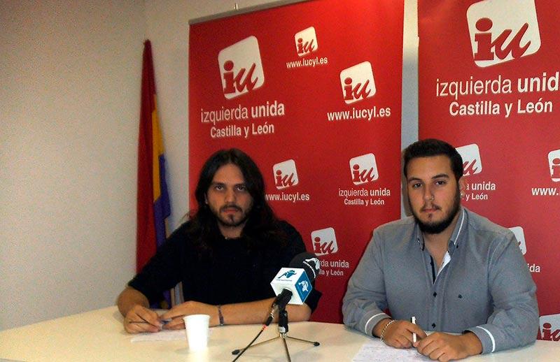 Antonio Espejo, coordinador de juventud IU Salamanca (izda.) y Álvaro García, coordinador de IU Salamanca.