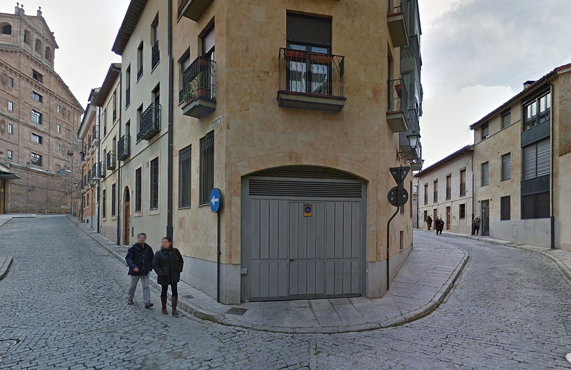 Esquina de la calle Cervantes (antes calle de los Moros) y Carniceros (derecha).