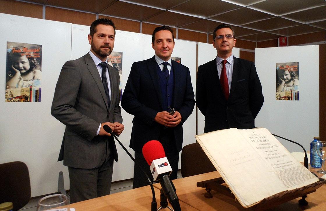 El manuscrito de Bernardo Dorado presentado en la Feria del Libro Antiguo.