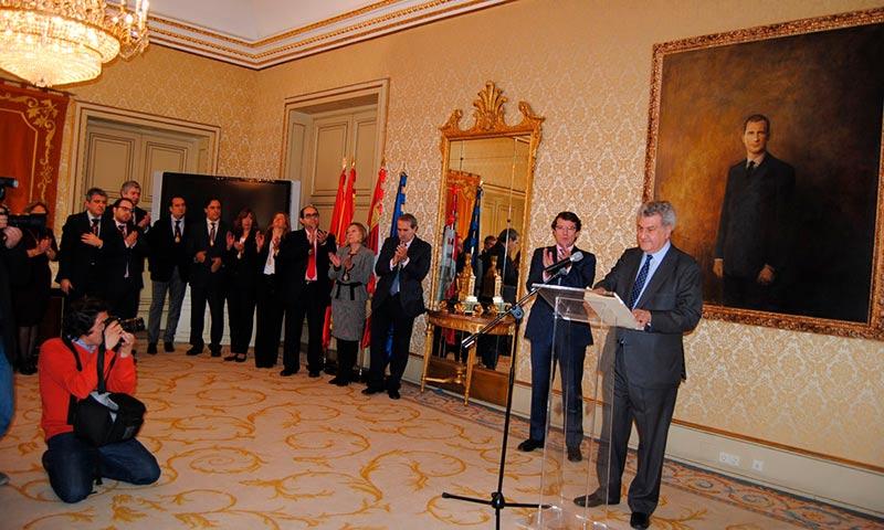 Jesús Posada, presidente del Congreso de los Diputados, asistió a la presentación del nuevo cuadro de Felipe VI que desde hoy luce el salón de Recepciones del Ayuntamiento de Salamanca.