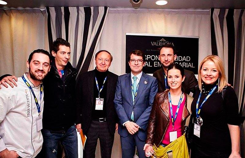 El alcalde junto al director del Madrid Fusión, Carlos Capel, este lunes.