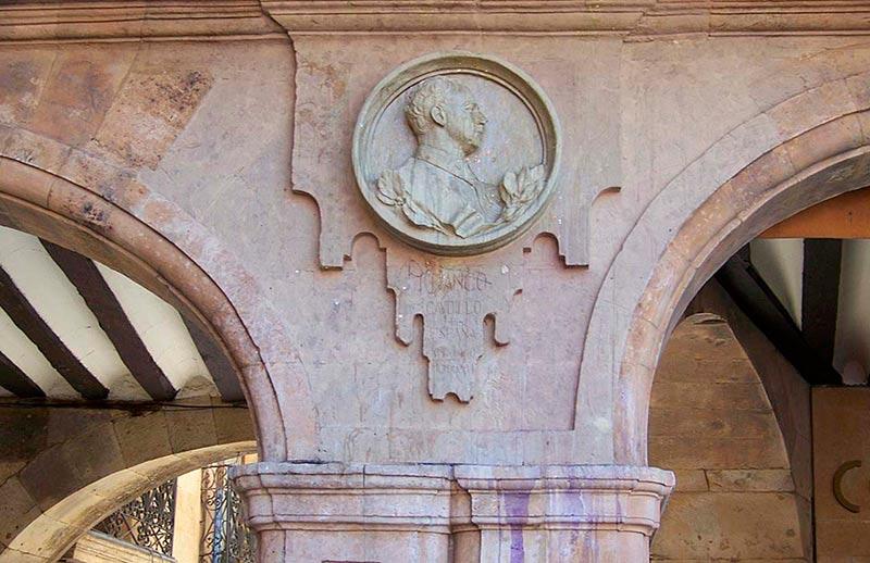 simbolos franquistas medallon franco