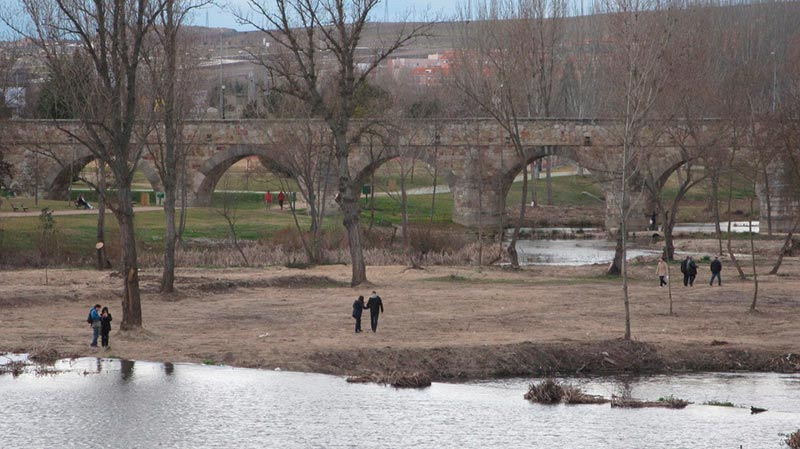 El puente Romano visto desde el puente Enrique Estevan., de Salamanca