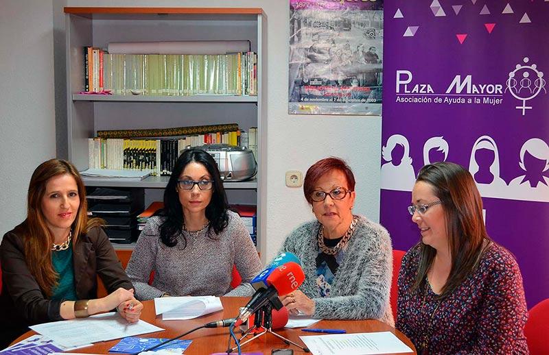 asociacion mujeres plaza mayor izda silvia hez nieves velasco ascensioniglesias jesica loaquin rodriguez