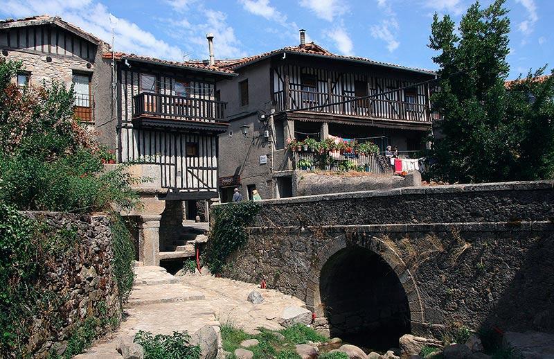 Una vista que ofrece el casco urbano de La Alberca.