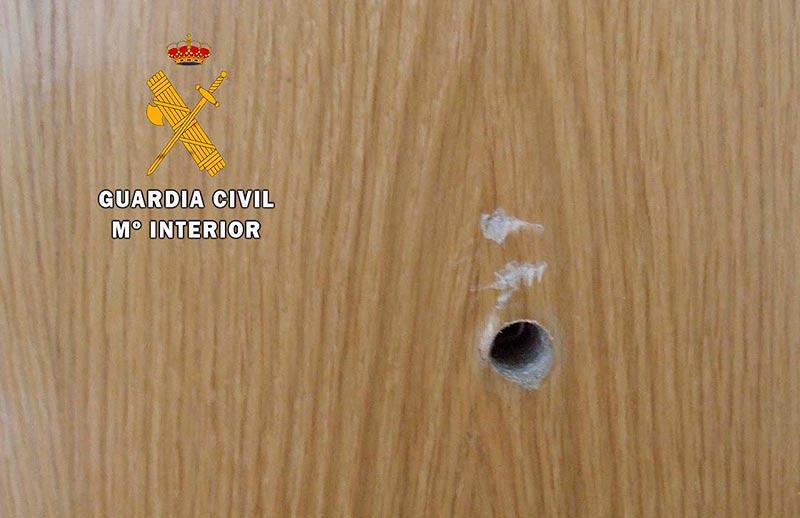 Instalar una mirilla nueva en la puerta