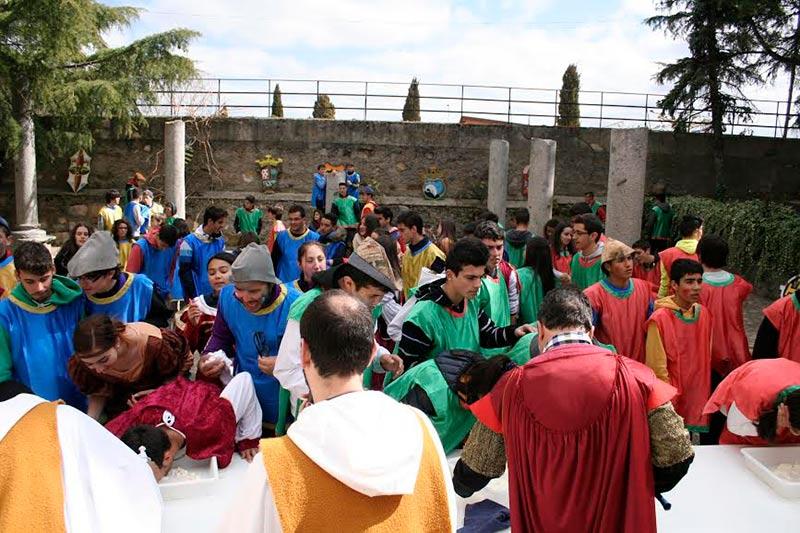 Divertida fiesta medieval para despedir las celebraciones del Padre Dehón en el colegio y seminario San Jerónimo en Alba de Tormes.