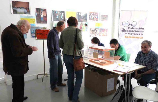 elecciones municipales gente votando