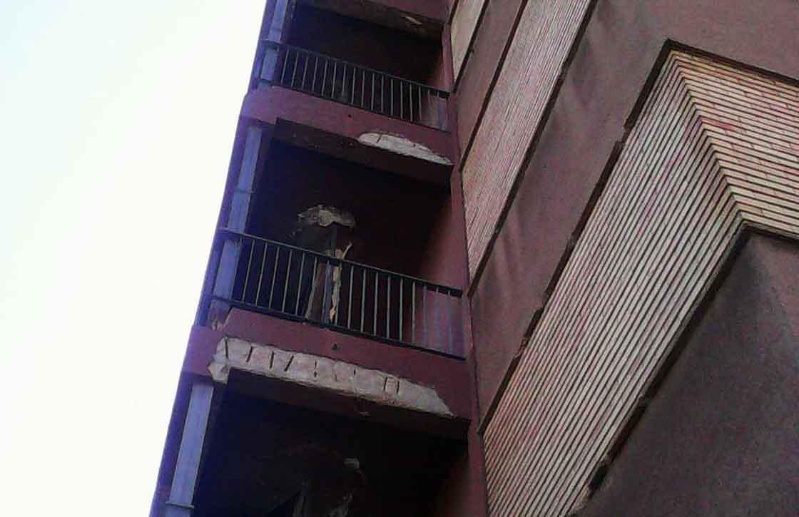 fachada hospital mal estado