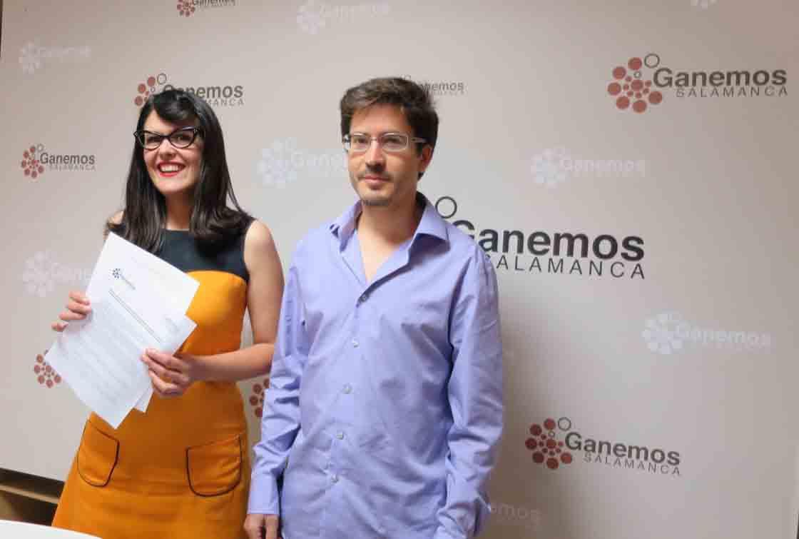Virginia Carrera y Gabriel de la Mora, ediles de Ganemos, este miércoles.