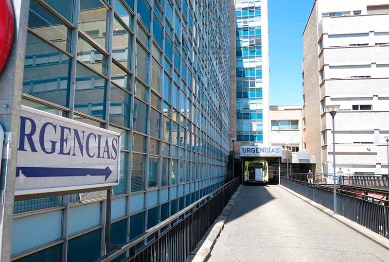 La entrada a urgencias del Virgen de la Vega.