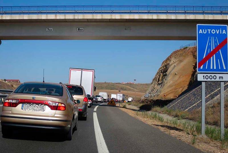 Tráfico denso en la A-66 en la circunvalación de Salamanca.