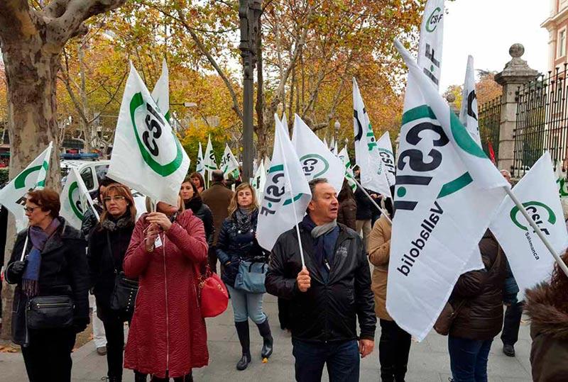 La manifestación celebrada ante la Consejería de Sanidad por la suspensión de las oposiciones.