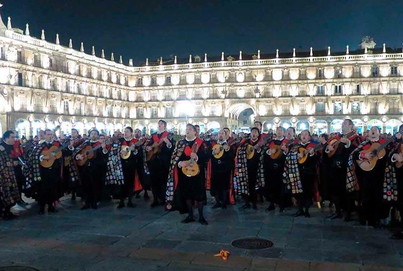 La tuna de Derecho de Valladolid, en 2015 en el certamen de tunas de Derecho.