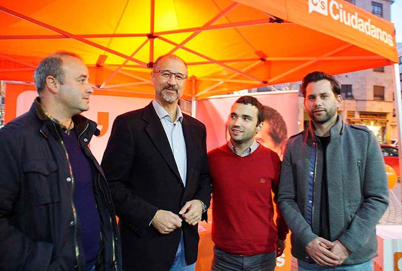 Davis Castaño (izda.), Luis Fuentes, Pablo Yáñez y Alejandro González, este jueves en la Plaza del Oeste.
