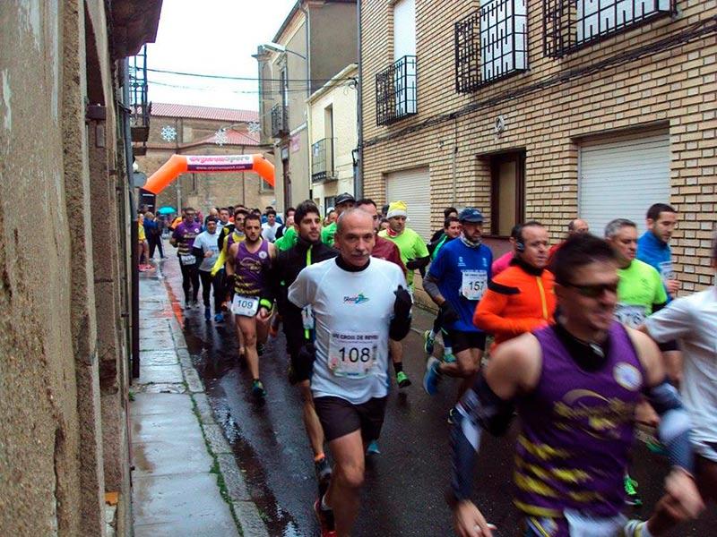 Los corredores tras el inicio de la rpueba.