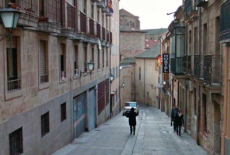 La calle Jesús, entre las Casa de las Conchas y San Pablo.