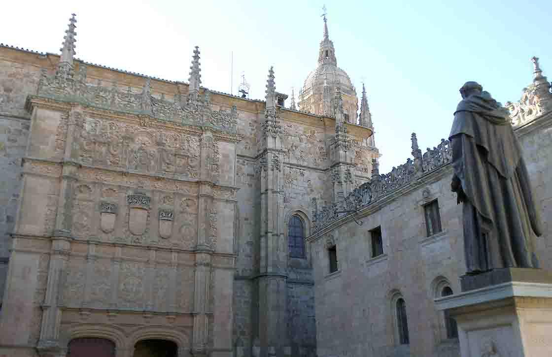 La fachada de la Universidad de Salamanca.