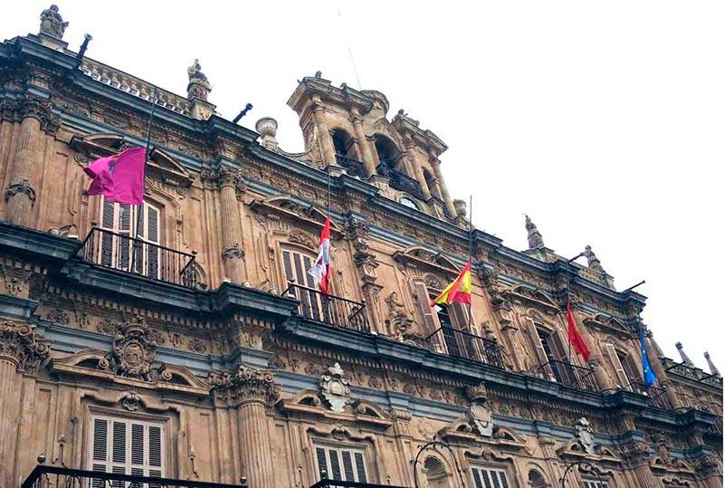 ayuntamiento banderas a media asta
