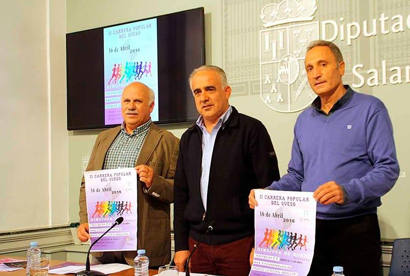 El alcalde de Hinojosa de Duero, José Francisco Bautista, primero por la izquierda.