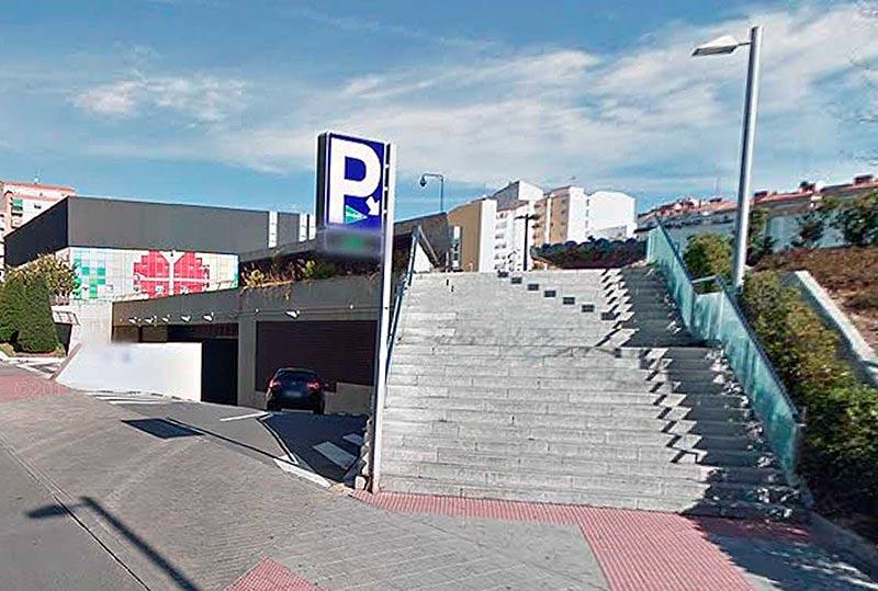 La entrada al parking de El Corte Inglés en Salamanca.