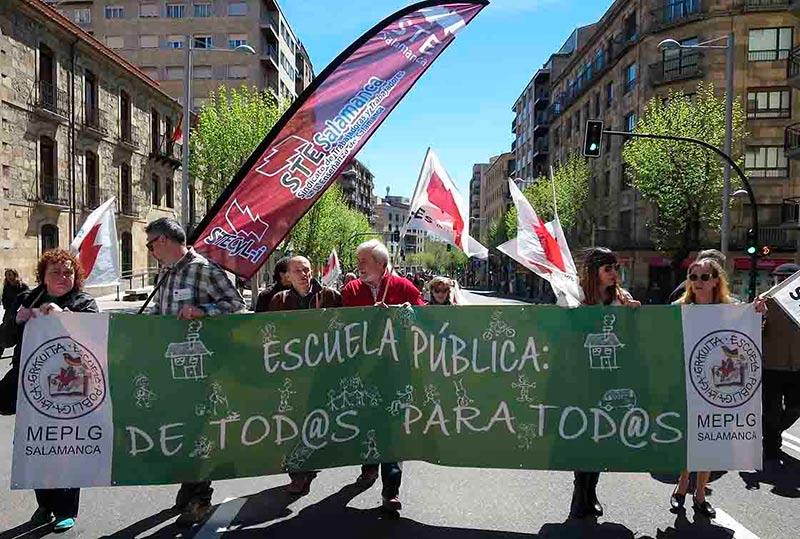 Miembros de la plataforma, en la manifestación del 1º de Mayo.