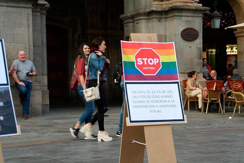 Un acto del colectivo LGTB+ en la Plaza Mayor.