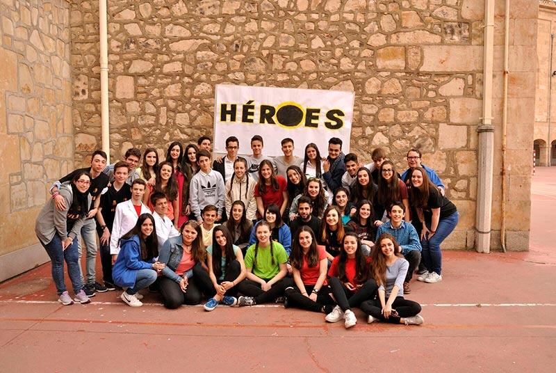 El grupo de teatro del colegio Salesianos lleva a las tablas el musical Héroes.