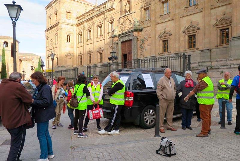Algunos peregrinos antes de iniciar la marcha.