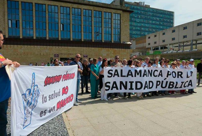 La cabecera de la concentración frente al hospital Clínico.