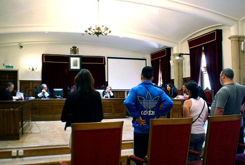 Los acusados, en la sala de vistas de la Audiencia Provincial.