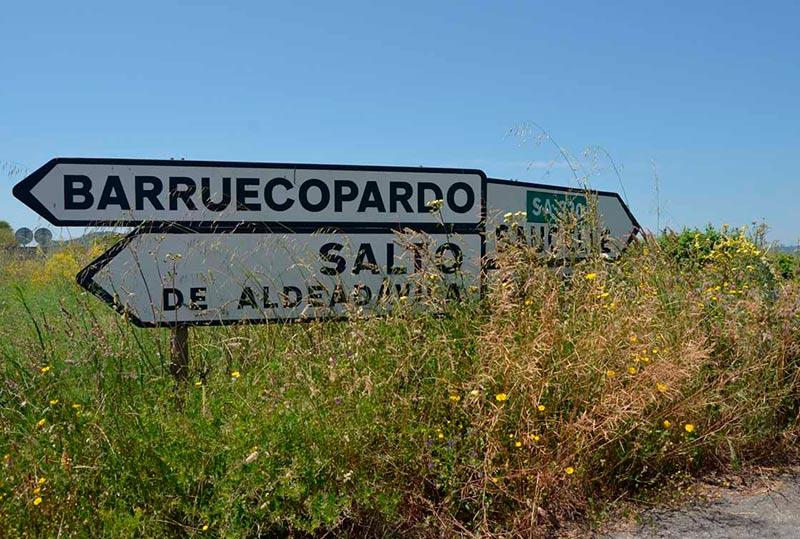 Una carretera de la Diputación en Arribes del Duero.