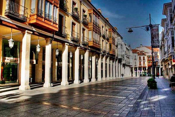 Zara está situada en la Calle Mayor de Palencia. FOTO. Turismo de Palencia.