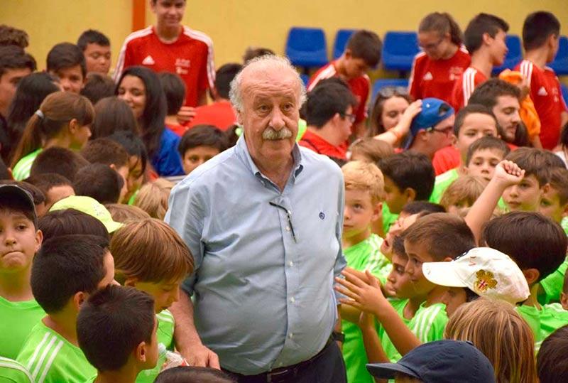 Vicente del Bosque será nombrado Socios de Honor de Alumni el 8 de octubre en el Paraninfo de la Universidad.