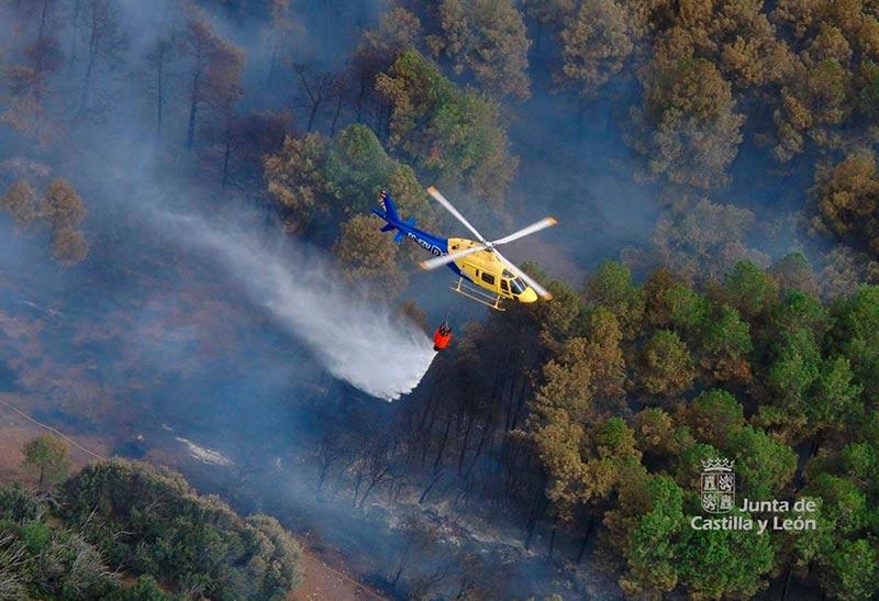 Labores de extinción del incendio de Montemayor del Río en agosto de 2016.