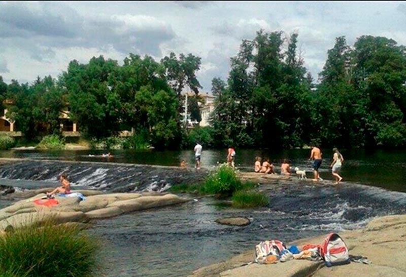 La zona de baño de Puente del Congosto es la única permitida en la provincia de Salamanca. FOTO. @elgorgocil