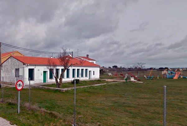 escuela rural pueblo villar de peralonso
